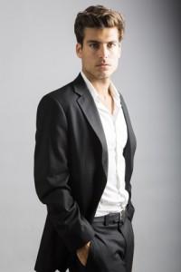 Mann im edlen Anzug ohne stark zu schwitzen